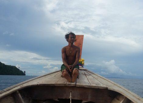 Острова вблизи Пхукета,  2 основных острова  Пхи-Пхи Дон и Пхи-Пхи Лей (где проходили съемки фильма «Пляж»), и множества маленьких: каждый их которых полон захватывающих и очаровательных мест.