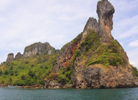 Indeed, one of the island's limestone rocks from any point of view looks like a head of a chicken.