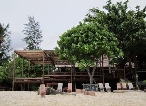 Остров Ко Липе (Ko Lipe) расположен далеко на юге Тайланда в Андаманском море. Там нет толп туристов и безграничного числа баров, зато есть единение с природой
