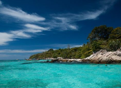 Остров Ко Мук (так же говорят Ko Mook и Ko Muuk) расположен относительно близко к материку между островами Ко Крадан и Ко Нгай.