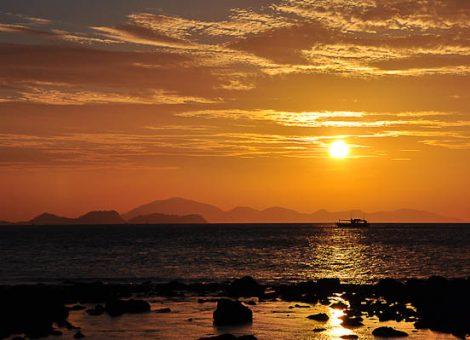 Национальный парк Тарутао (Tarutao) расположен на самом юге Таиланда, на границе с Малайзией. Всего 51 остров, в том числе одноименный остров Ко Тарутао.