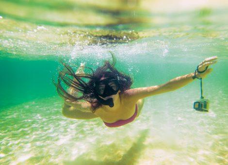 Островок Ко Рок, который является Национальным парком, стоит юго-восточнее Пхукета на 65 миль и ежегодно поражает туристов частных экскурсий своей чистотой.