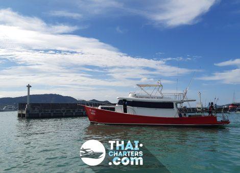Отличная рыбацкая лодка в аренду  на пхукете, прекрасно подойдет для рыболовных туров, дайвинга или морских прогулок на один или несколько дней.