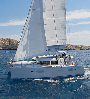 «Lagoon 400 S2» sailing catamaran