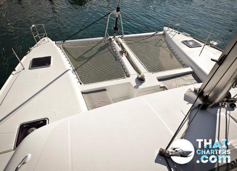 Это первоклассный, современный 45-ти футовый катамаран, укомплектованный всем необходимым для комфортного отдыха. На катамаране есть снасти для рыбалки.