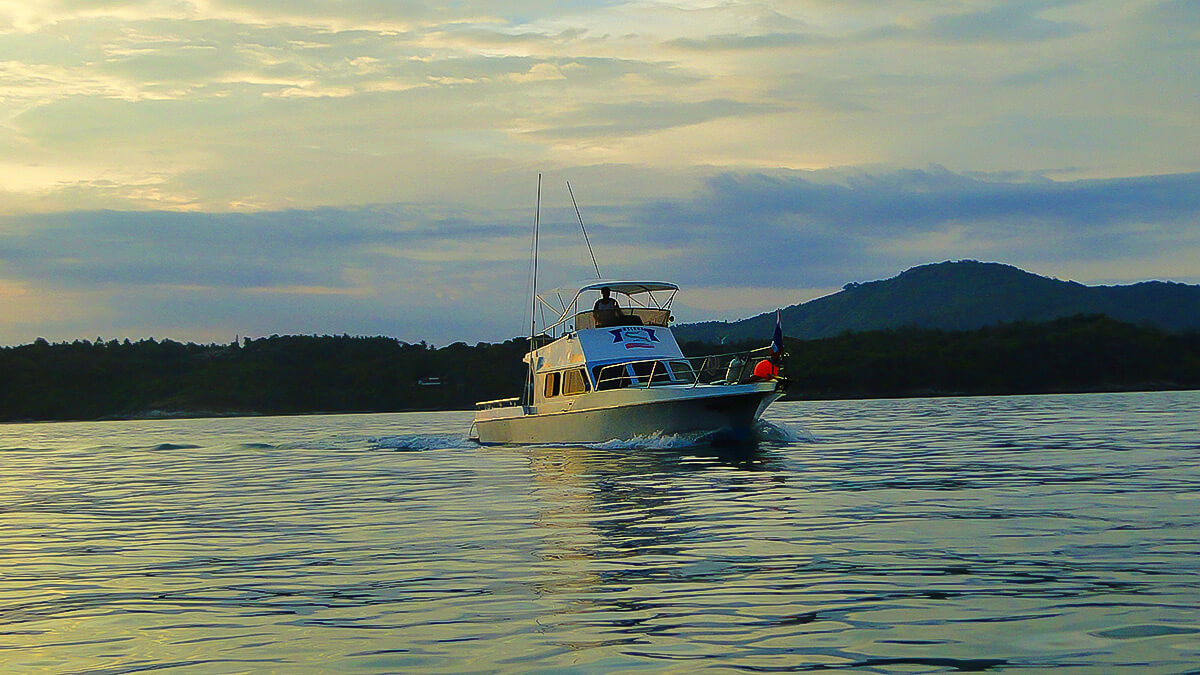 Fishing boat for rent in phuket belga fishing in phuket for Fishing boat trips