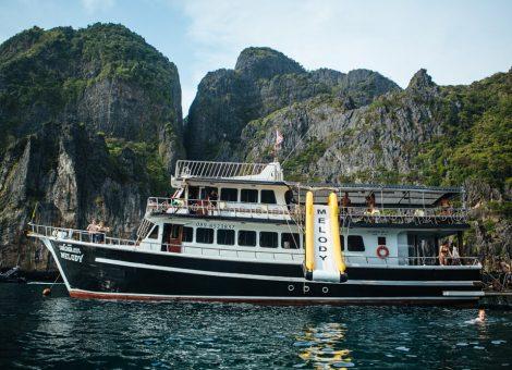 Продается моторная яхта «Melody». Настоящий 3х палубный корабль.