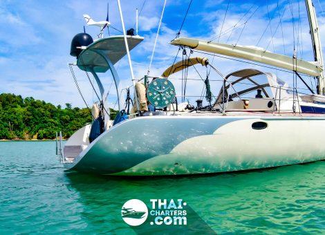 Современная круизная парусная яхта - это практически дом или апартаменты на воде, где есть всё для достаточно комфортного отдыха.
